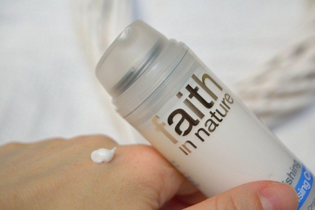 faithinnature-replenishing-moisturizer-review-beautybarometer-canar-2016